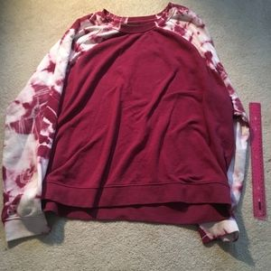 Acid wash sleeve burgundy sweatshirt